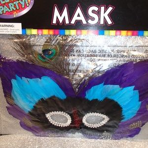Costume: Mask Feather